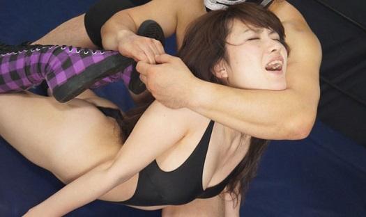 清純美女レスラー白井みれい セクシー衣装でMIXプロレスバトルNEO3